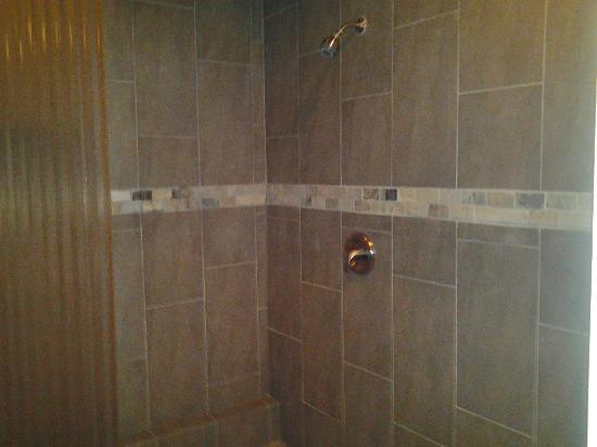 Belamere Suites: Belamere Shower-Royal Suite