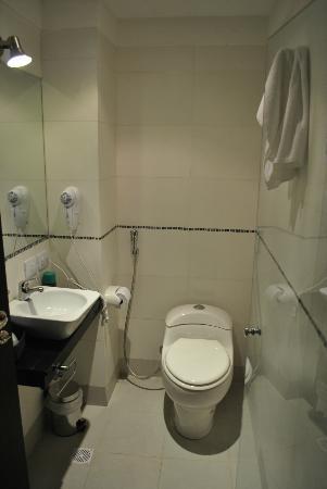 """Hotel del Solar: Baño con el sistema """"bidet brasilero"""""""