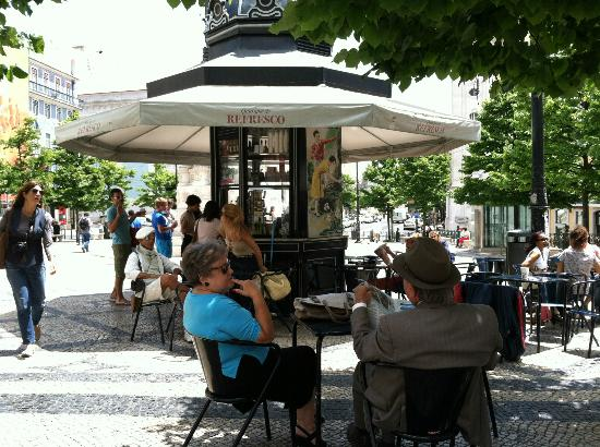Bairro Alto Hotel: This is the public square directly in front of the hotel- the little kiosk even serves alcohol!