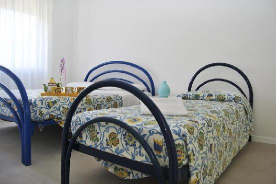 residence Braida - Villaggio dell'Orologio - 3 room apartments: Master bed room (sleeps 3)