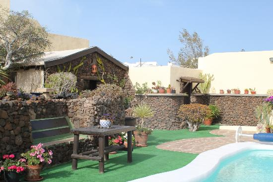 Casa Claddagh: Pool and guest suites