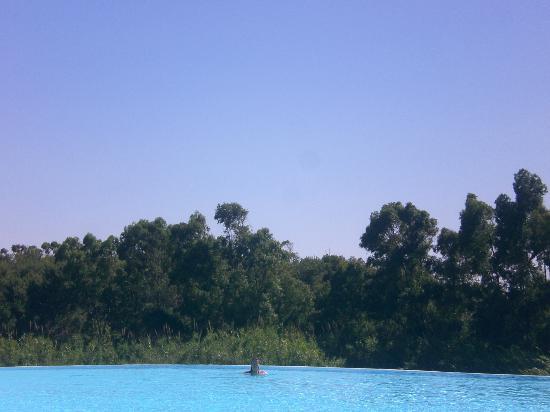 Club Valtur Parco Torre Chia: vista dalla piscina