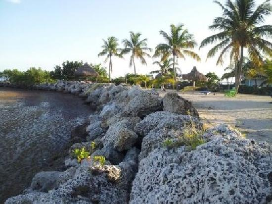 Kawama Yacht Club: rocky beach. the other lagoon area is for owners only