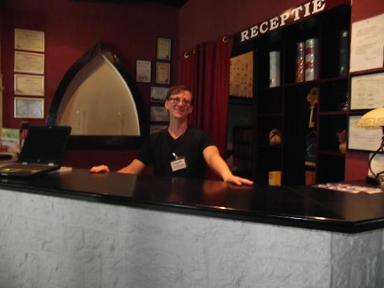 Hotel Marion : Mihaly the Receptionist