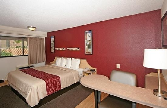 Red Roof inn Greensboro Airport: Superior King Room