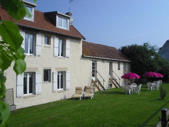 Graye-sur-Mer, Francia: Côté Jardin - Garden Side