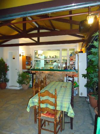 Roumeli Family Tavern: Kitchen and dining