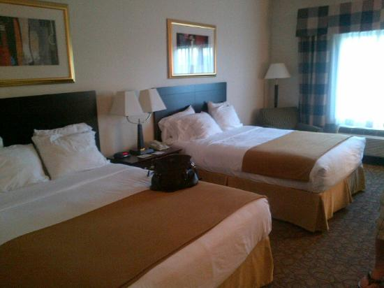 Holiday Inn Express Hotel & Suites Concordia US 81: Double Queen Room