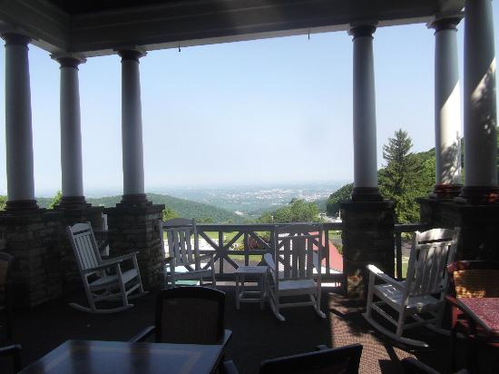 Historic Summit Inn: Veranda view