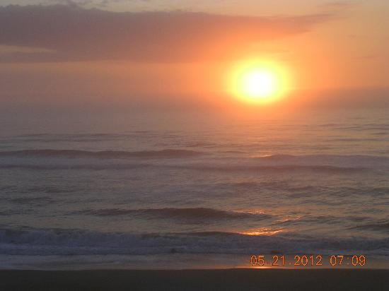Comfort Inn On The Ocean: sunrise