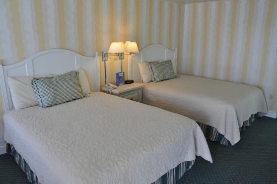 Glen Cove Inn & Suites: Typcial Twin Room