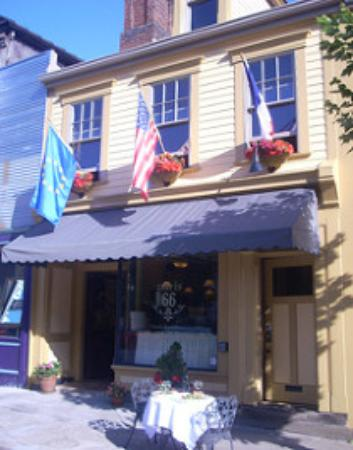 Paris 66: Front of the restaurant