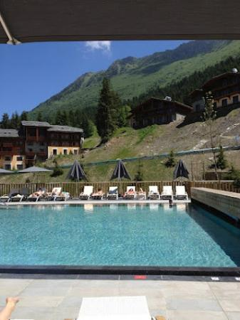 Piscine exterieure photo de club med valmorel valmorel for Piscine valmorel