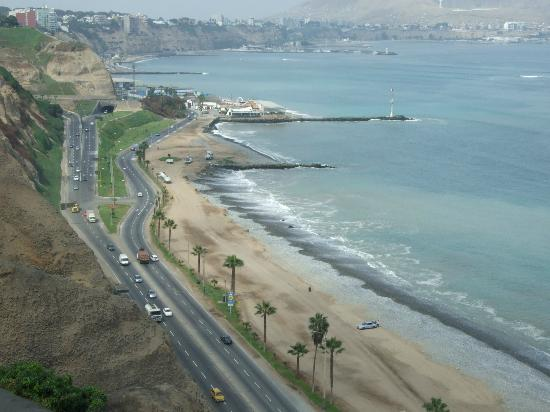 Casa Bella Miraflores: View of the beach from the cliff at Miraflores