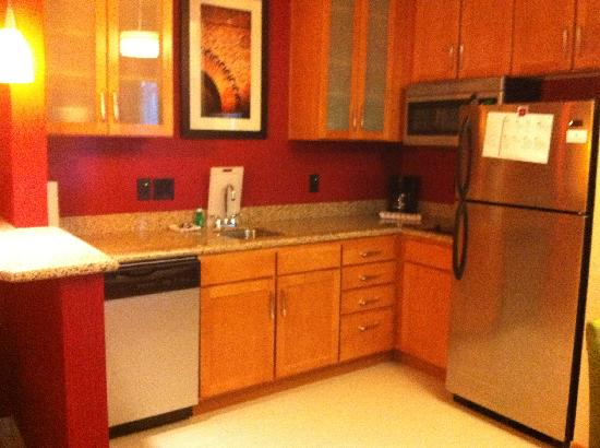Residence Inn Midland: Kitchen