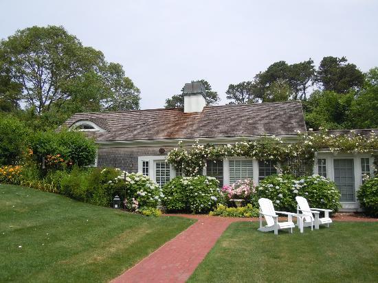 A Little Inn on Pleasant Bay: The Little Inn in bloom