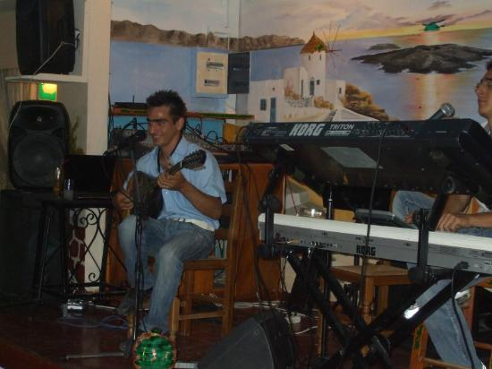 Dimitris Restaurant: Greek musicians.. Greek nights... great fun....