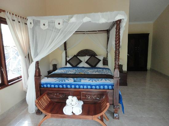 Bali Bhuana Beach Cottages: Bed