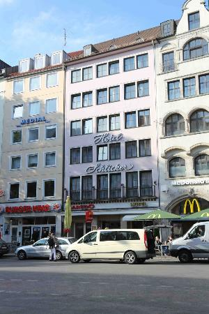 "Hotel Schlicker ""Zum Goldenen Loewen"": Hotel Schlicker between Burger King and MacDonald"