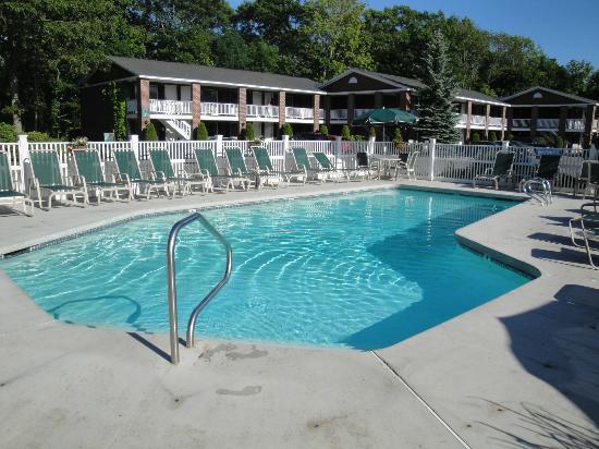 Juniper Hill Inn: One of the pools