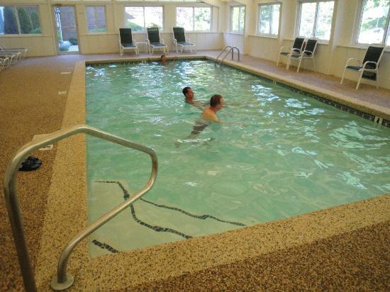 Juniper Hill Inn: Indoor Pool