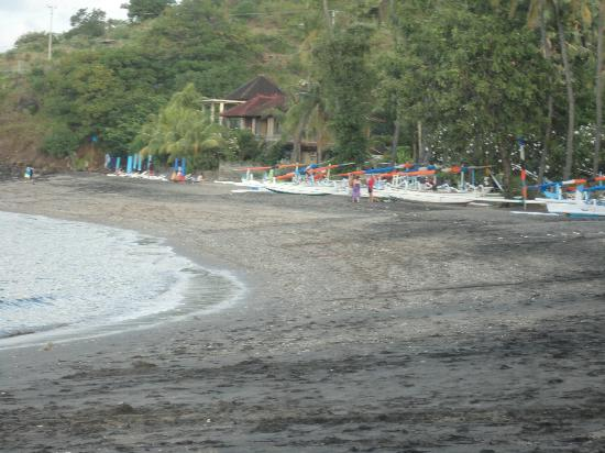 Bali Bhuana Beach Cottages : Lipah Beach