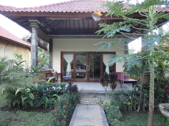 Bali Bhuana Beach Cottages : outside view
