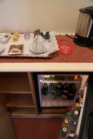 "Hotel Schlicker ""Zum Goldenen Loewen"": Mini Bar & Tea Sets"