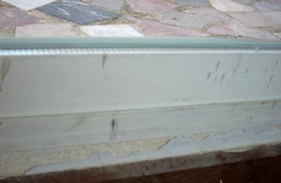 Hotel Mirador : Dirty splashes on patio door