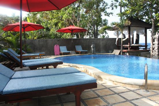 Bali Bhuana Beach Cottages: The small pool