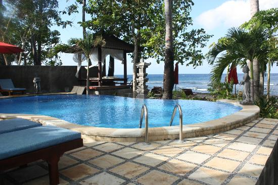 Bali Bhuana Beach Cottages : Pool