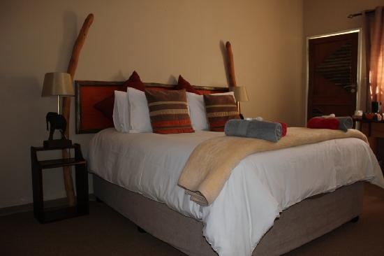 Bush Pillow Guest House: Zimmer