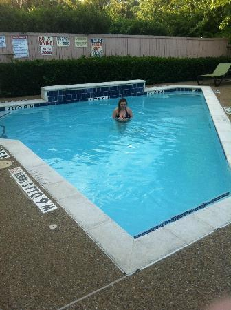 Wingate by Wyndham Arlington: Very small pool