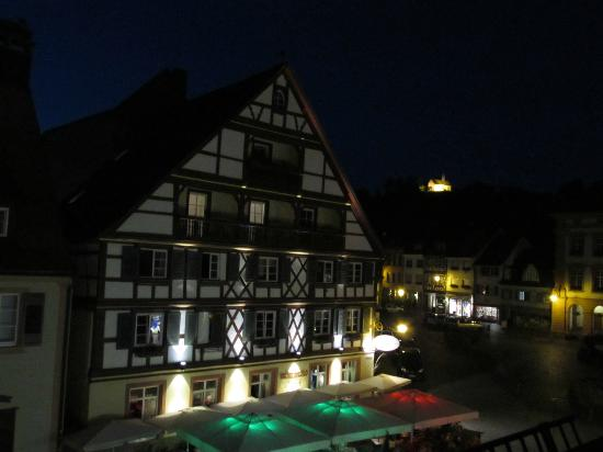 Hotel Restaurant Sonne : View out the window at night