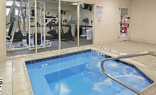 Wingate by Wyndham Arlington: Fitness Center/ Spa