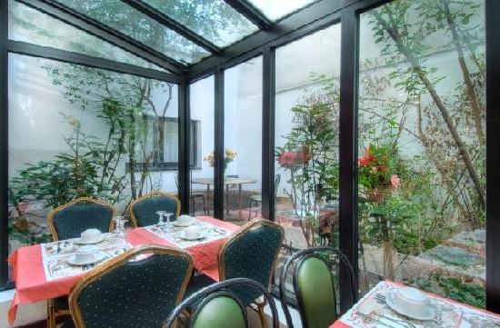 Gold Hotel: Breakfast room
