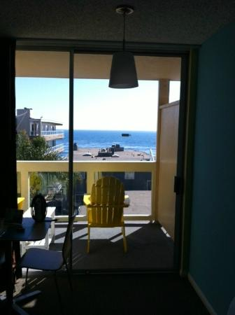 Pacific Edge Hotel on Laguna Beach: view includes roof line of property below & alley is straight down