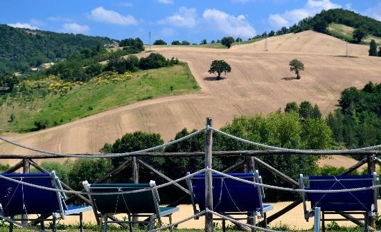 Pergola, Italy: Panorama dalla piscina