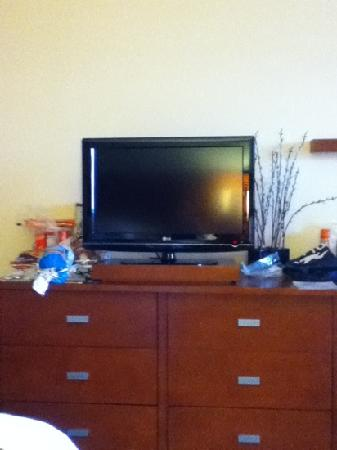 Courtyard Ocean City Oceanfront: flat screen tv I am pretty sure 36 in