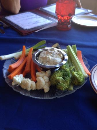 Paradise Cove Lodge: Veggie tray
