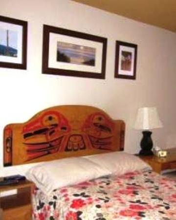 Nisga'a Salmon Lodge Bed and Breakfast: Theme Room