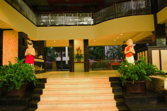 Bali Kuta Resort & Convention Center: Entrance