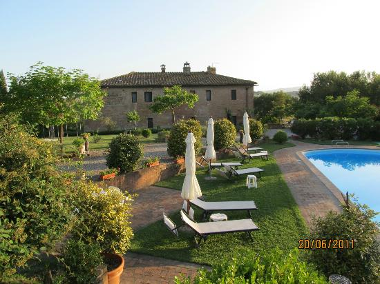 Casa Bolsinina: view to the main house