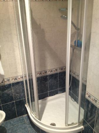 łazienka Kabina Prysznicowa Troszkę Mała Ale Nowoczesny