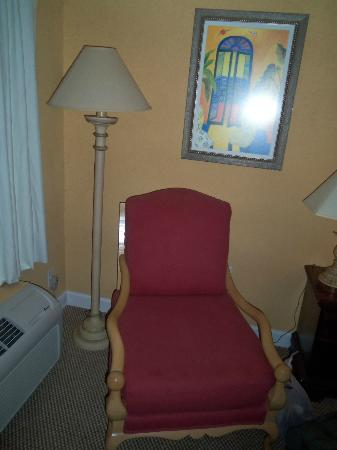 Travelodge - Ocean Springs: Here's the chair that was in the King Room. It's beautiful and comfy =)