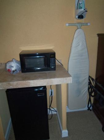 Travelodge Ocean Springs: Microwave & fridge is below the microwave. The room also had a flat screen tv and an iron.