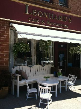 Leonhard's Cafe & Restaurant: Outside