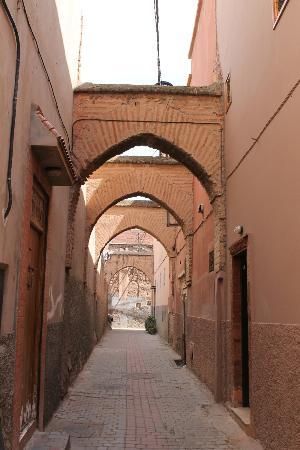 دار الحمرا: The little street the Dar is on 
