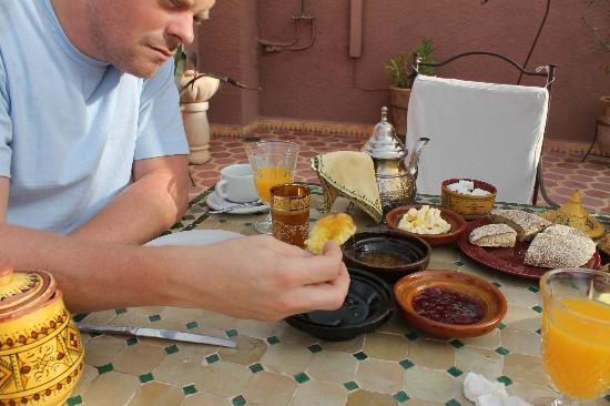 Dar Al Hamra : Breakfast on the rooftop