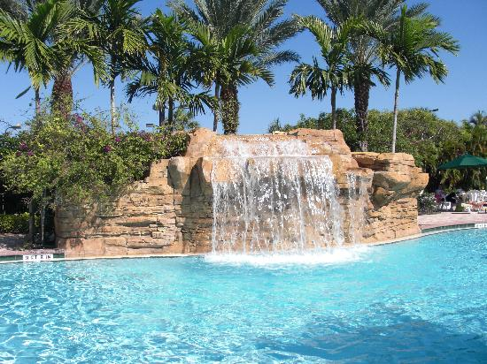 Vacation Village at Weston: Waterfall in Main Pool